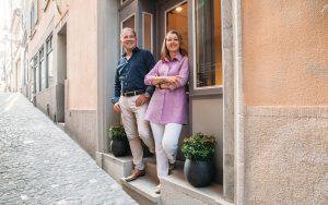 Arlette und Kaspar Rüegg suenos Eingang